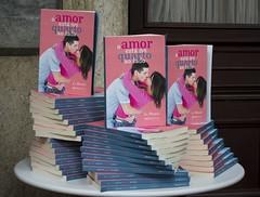 """Livro O amor está no quarto ao lado • <a style=""""font-size:0.8em;"""" href=""""http://www.flickr.com/photos/75924583@N03/6799959914/"""" target=""""_blank"""">View on Flickr</a>"""