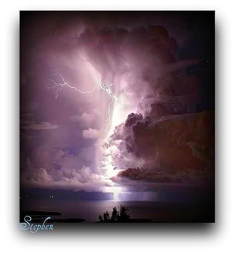 lighting brazil ubatuba strike magicalskiesmick (Photo: stephgum32807 on Flickr)