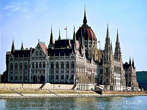 Hungarian Parliament side Magyar Parlament oldalról
