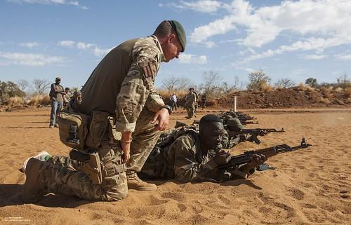 British+Soldier+Training+Malian+Soldiers