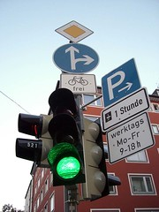 "Die Ampel • <a style=""font-size:0.8em;"" href=""http://www.flickr.com/photos/42554185@N00/14164107836/"" target=""_blank"">View on Flickr</a>"