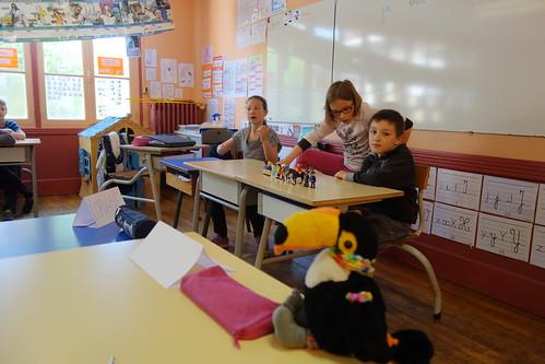 Pelico a été bien attentif pendant leur répétition : les élèves préparent un reportage sur le thème de l'école !