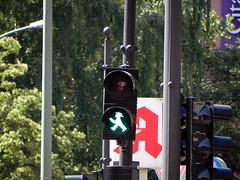 "Das Ampelmännchen • <a style=""font-size:0.8em;"" href=""http://www.flickr.com/photos/42554185@N00/14183972171/"" target=""_blank"">View on Flickr</a>"