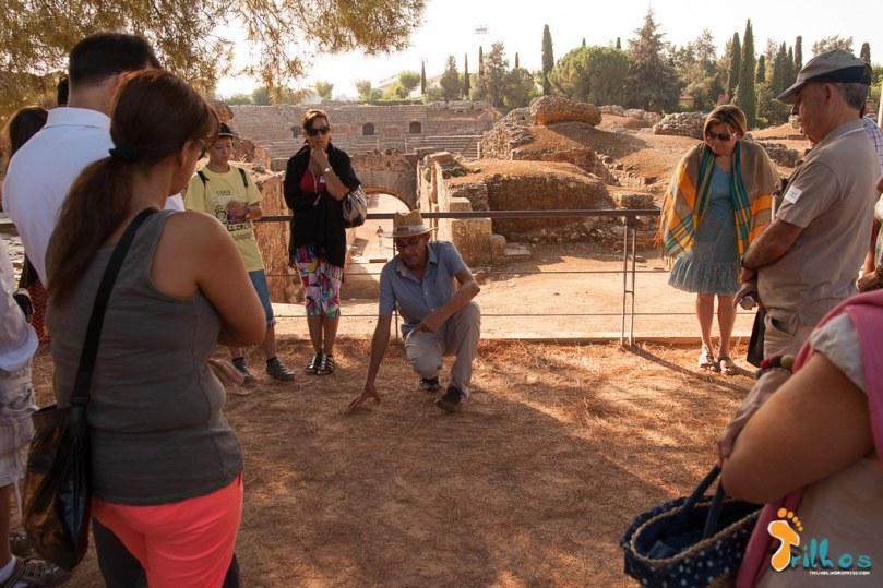 A visita guiada ao Teatro e Anfiteatro Romanos