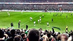 Ausgleich in letzter Minute. Die Fans von Werder Bremen feiern das Unentschieden gegen Borussia Mönchengladbach