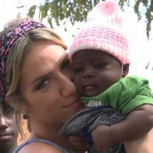 """""""Amor não tem endereço"""", diz Giovanna Ewbank sobre adotar menina africana"""