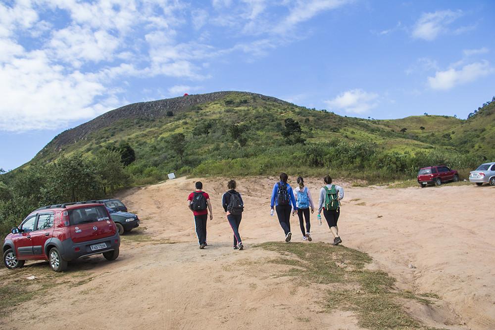 Trilha Morro do Sabóo - última chance de estacionar o carro