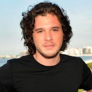 """Grazi confirma ter beijado ator que vive Jon Snow em """"Game of Thrones"""""""