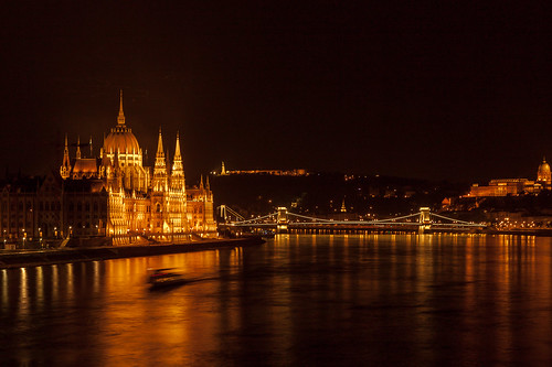 Budapest by night - Le Parlement - photo by SuperCar-RoadTrip.fr, on Flickr