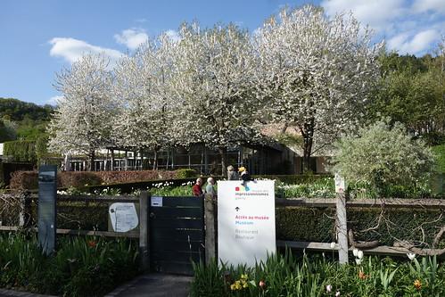 Ici a vécu Claude Monet, un célèbre peintre.