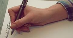 """Der Kugelschreiber. Die Kugelschreiber. Sie schreibt mit einem Kugelschreiber. • <a style=""""font-size:0.8em;"""" href=""""http://www.flickr.com/photos/42554185@N00/30050391455/"""" target=""""_blank"""">View on Flickr</a>"""