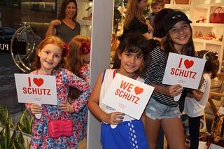 E as menininhas já aprendendo desde cedo a serem Schutz lovers!