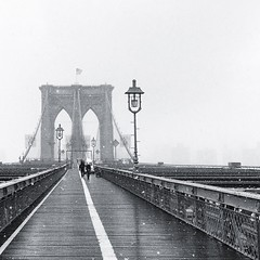 Snow over the bridge #brooklynbridge #snow #usa #nyc #nuevayork #newyork #b&w #bridge #white