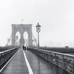 Snow over the bridge #brooklynbridge #snow #usa #nyc #nuevayork #newyork #b&w #bridge #white