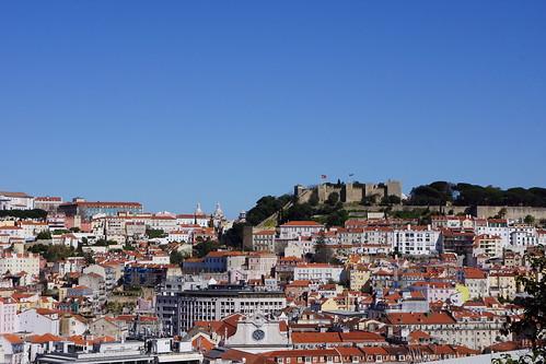 Lisbonne - Vue sur le château Saint-Georges du Mirador Sao Pedro de Alcantara