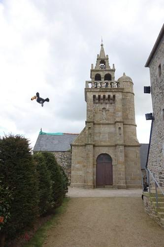 Admirez le clocher de l'église de Coatréven !