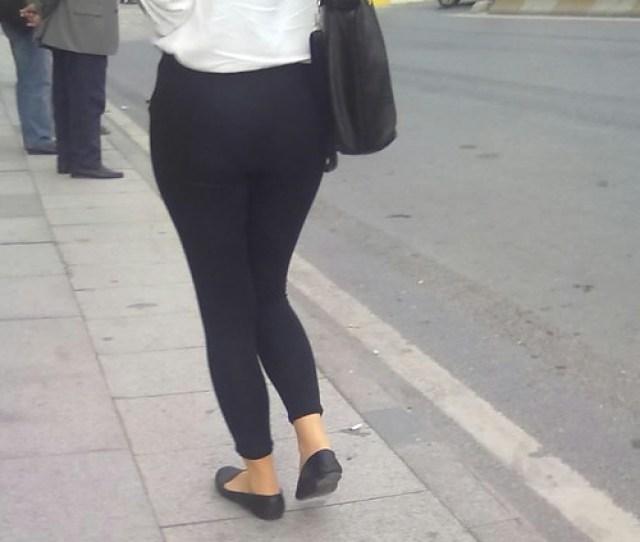 Teen Showing Her Nice Ass