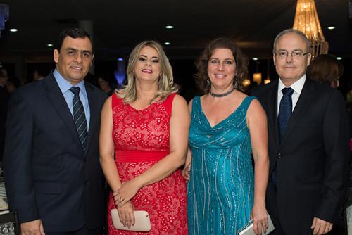 Eliana Franco e Renato, Klísia e Hiler Camargo, diretor da Aperam