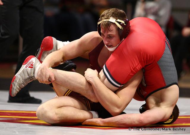 149 #2 Anthony Ashnault (Rutgers) maj. dec. #20 Tommy Thorn (Minnesota) 14-4. 190106AMK0053
