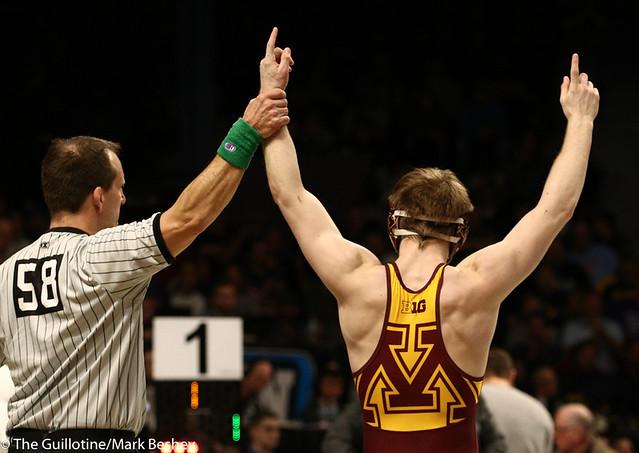 3rd Place Match - Ethan Lizak (Minnesota) 28-5 won by decision over Austin DeSanto (Iowa) 18-4 (Dec 6-2) - 190310dmk0067