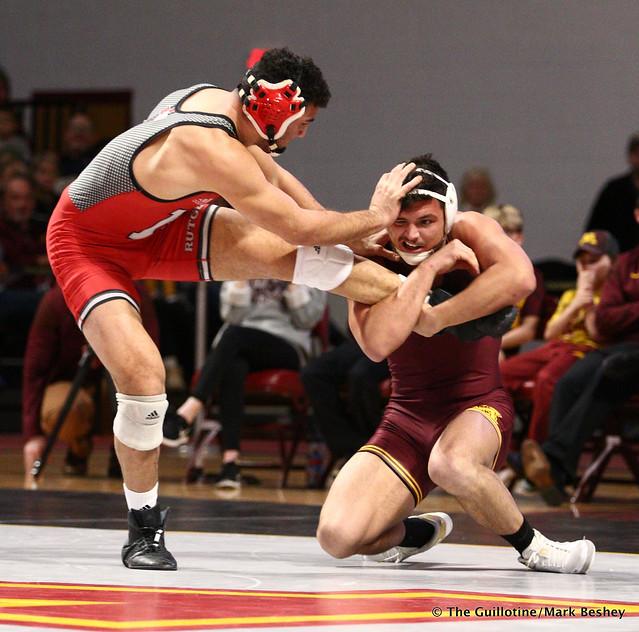184 #12 Nicholas Gravina (Rutgers) dec. Brandon Krone (Minnesota) 4-3. 190106AMK0105