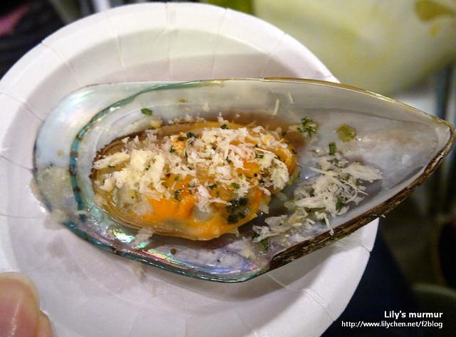 這張有點糊了。不過我覺得孔雀蛤我還是喜歡吃大火炒九層塔的那種。這種作法還是扇貝或者淡菜比較合適。