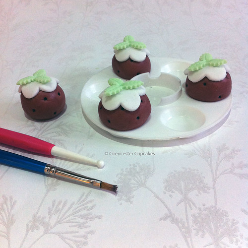 Cirencester Cupcakes - Sugar Paste Christmas Pudding Tutorial