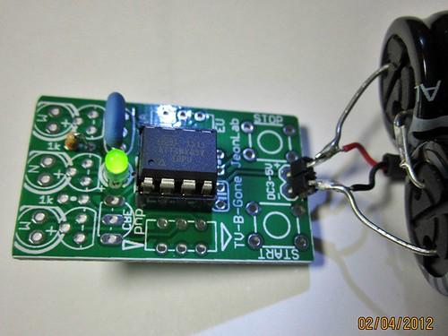 assembling TV-B-Gone_JeonLab: ATtiny85V and indicator LED check