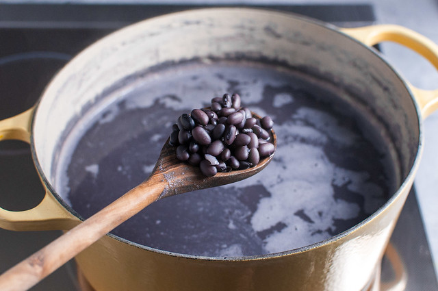 Learn how to cook dried beans on the stove and say goodbye to spendy canned beans! Great for the freezer and weekly meal prep.