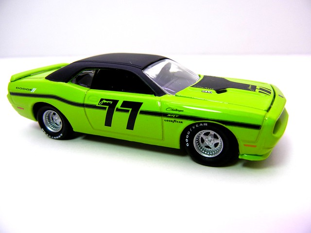 greenlight road racers 2008 dodge challenger srt8 (2)