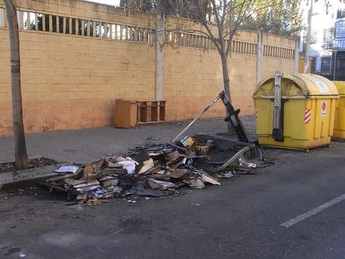 Contenedor quemado Valdeolleros.