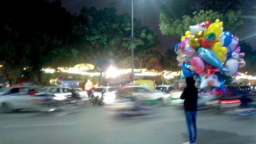 Balloons and a busy street