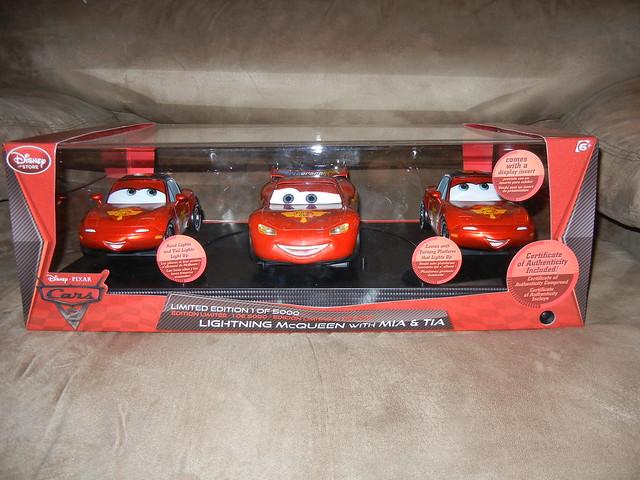 disney store cars 2 1 18 lightning mcqueen mia and tia diecast set (1)