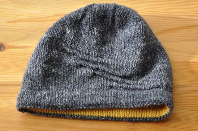 Welted hat with contrast hem.