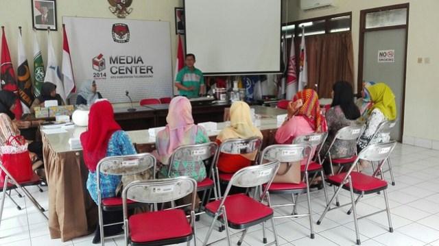 Arisan Rutin Dharma Wanita Persatuan KPU Kab.Tulungagung (13/5)