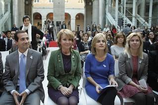 Aguirre demanda 'tolerancia cero' y 'romper el silencio' frente a los maltratadores (25 noviembre 2011)