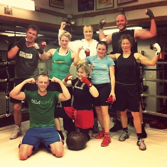 Delar av Åsa Sandells adepter på Sweet Sunday Fight Club #ssfc samlade efter kvällens träning.