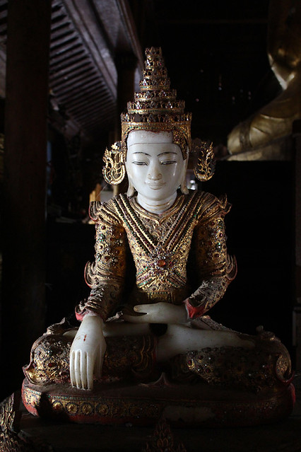 Nga Hpe Kyaung (Jumping cat monastery)