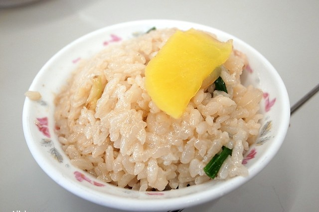 這是蝦仁飯,我還沒有試過其他家的,但阿堂鹹粥的蝦仁飯也可以試試看!
