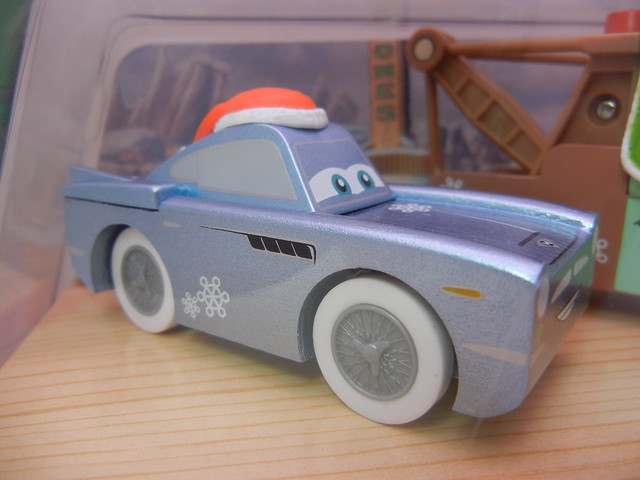 TOYS R US EXCLUSIVE WOODEN DISNEY CARS CHRISTMAS  (4)
