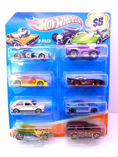 hot wheels holiday 8 packs (1)