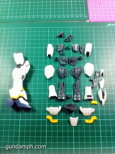 MG 1 100 Sandrock EW Out Of The Box Build Review (33)
