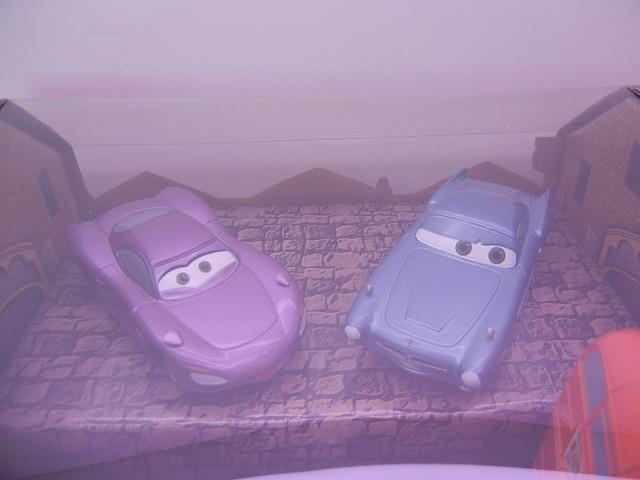 DISNEY STORE CARS 2 LONDON CALLING DIECAST SET (2)