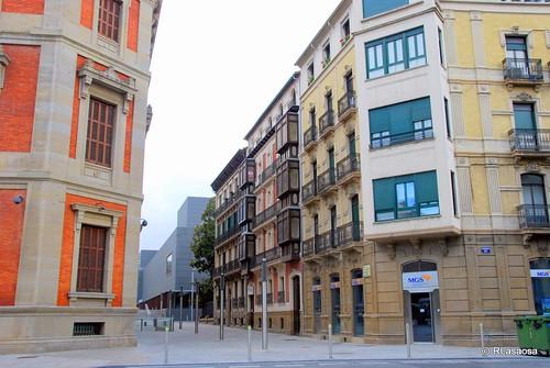 Edificios de viviendas en la calle Marqués de Rozalejo, Pamplona, visto desde la Avenida de las Navas de Tolosa.