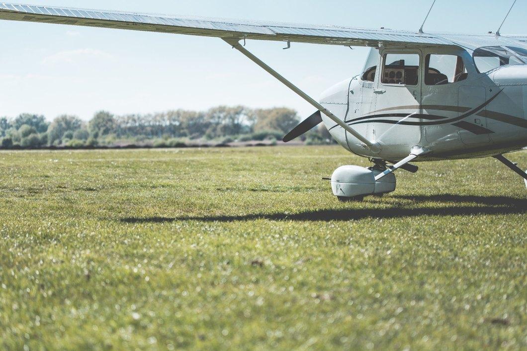 Imagen gratis de una avioneta dispuesta para despegar