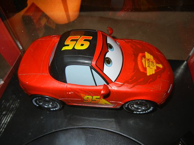 disney store cars 2 1 18 lightning mcqueen mia and tia diecast set (4)