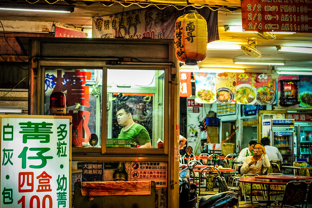 Taichung Shop Guys | Nikon D700 85mm F5 1/125 ISO 3200