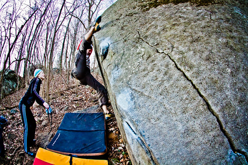 Esten doing the splits on Tomb Traverse (V4)