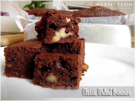 Classic walnut brownies