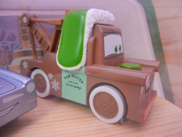 TOYS R US EXCLUSIVE WOODEN DISNEY CARS CHRISTMAS  (3)